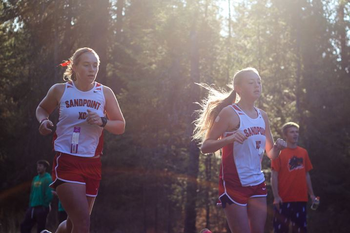 Junior Mackenzie Wolfe (left) and freshman Valerie Wickboldt (right) ran a 25:42 and a 25:56, respectively.