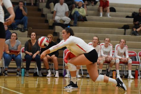 VOLLEYBALL FALLS TO LAKELAND
