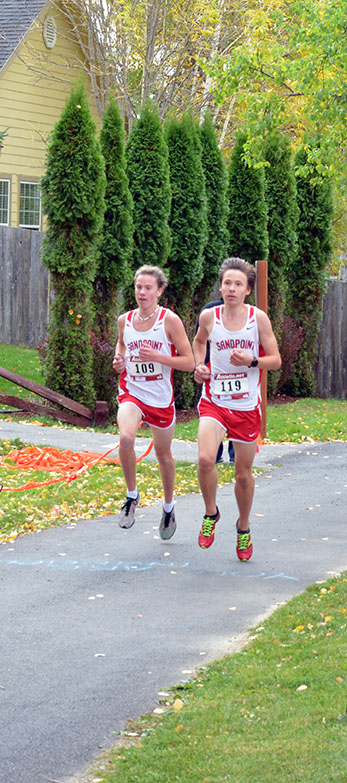 Nikolai+Braedt+And+Jett+Lucas+compete+in+the+varsity+race+at+the+Will+Johnson+Invitational.