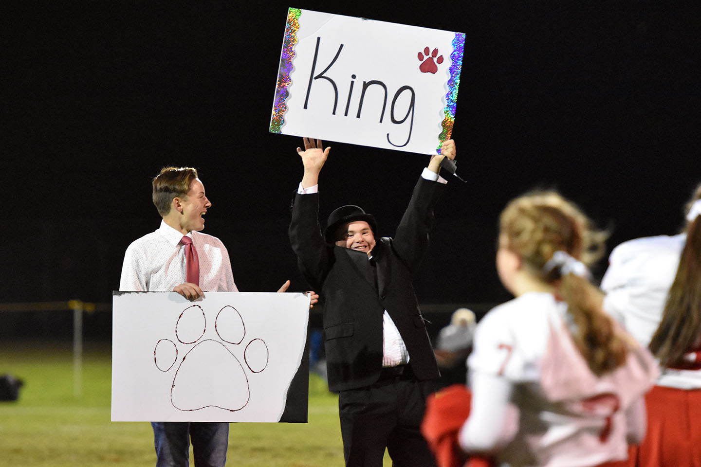 Eliyah+Allen+proudly+holds+up+his+sign+as+the+new+Homecoming+King.