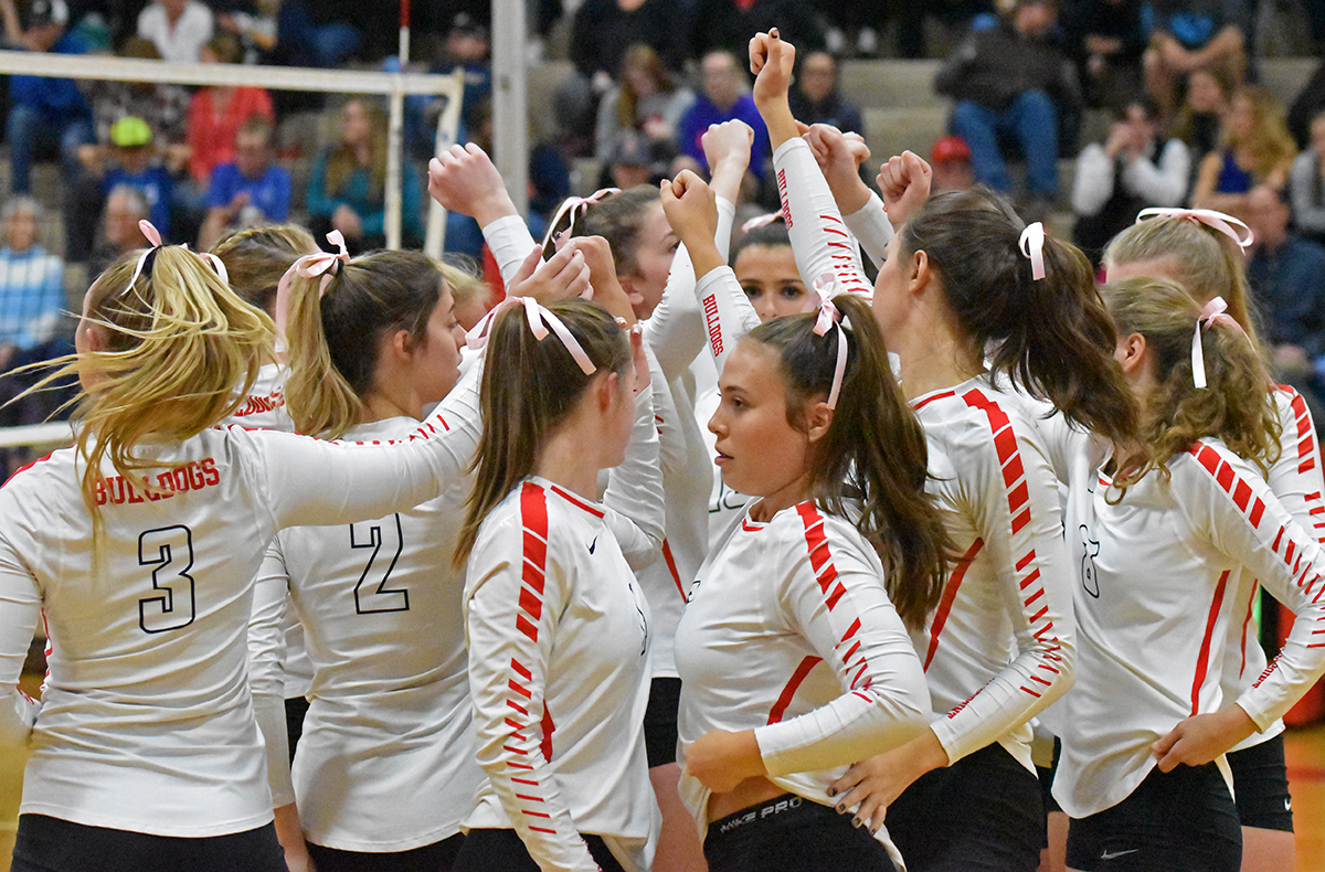 The+volleyball+team+gathers+for+a+cheer+before+facing+the+Lake+City+Timberwolves+on+Oct.+4.+The+Bulldogs+lost+to+the+5A+powerhouse+3-0.