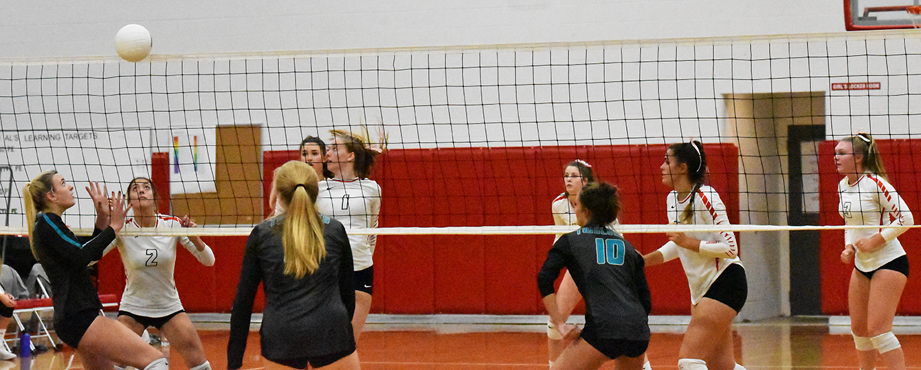 Sandpoint+players+watch+as+a+Lake+City+player+prepares+to+set+the+volleyball.