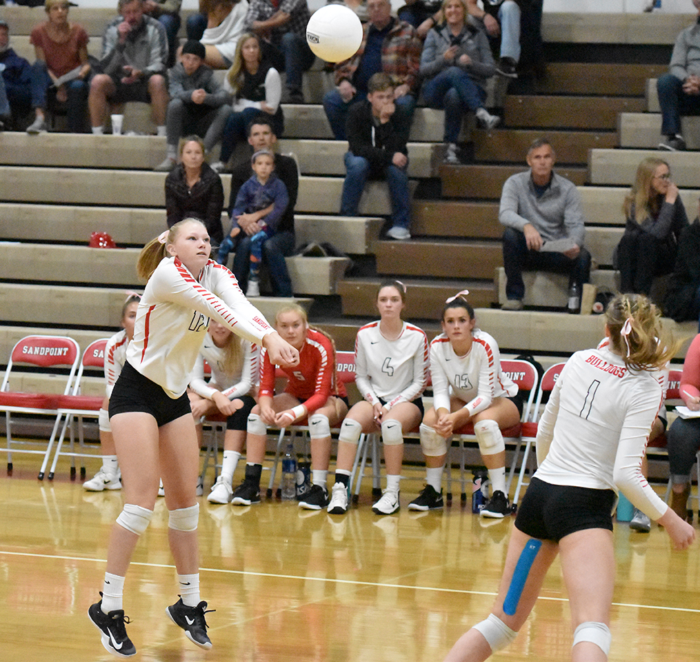Junior+Ali+Lish+digs+the+volleyball+after+a+Lake+City+attack.