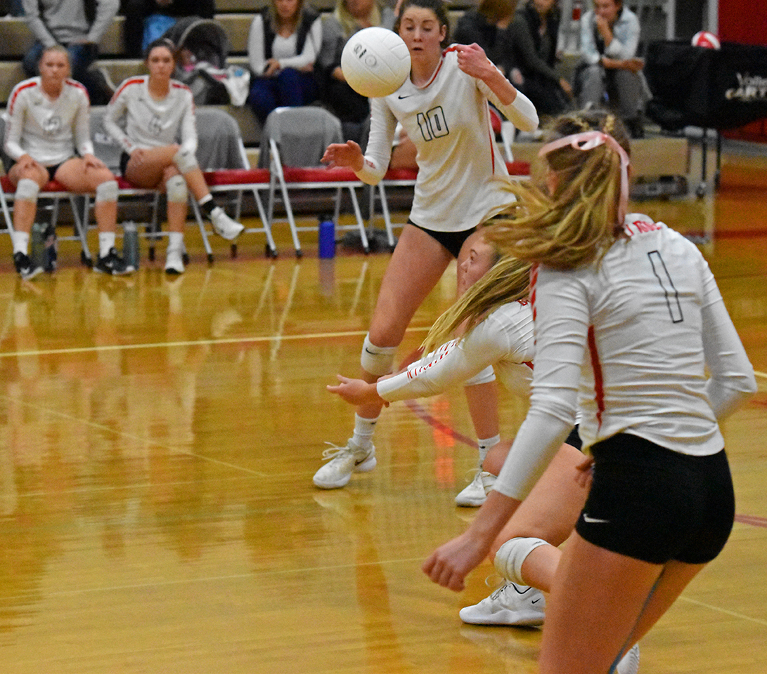 Shelby+Kluver+makes+a+dig+as+Grace+and+Gabby+Hicks+watch.