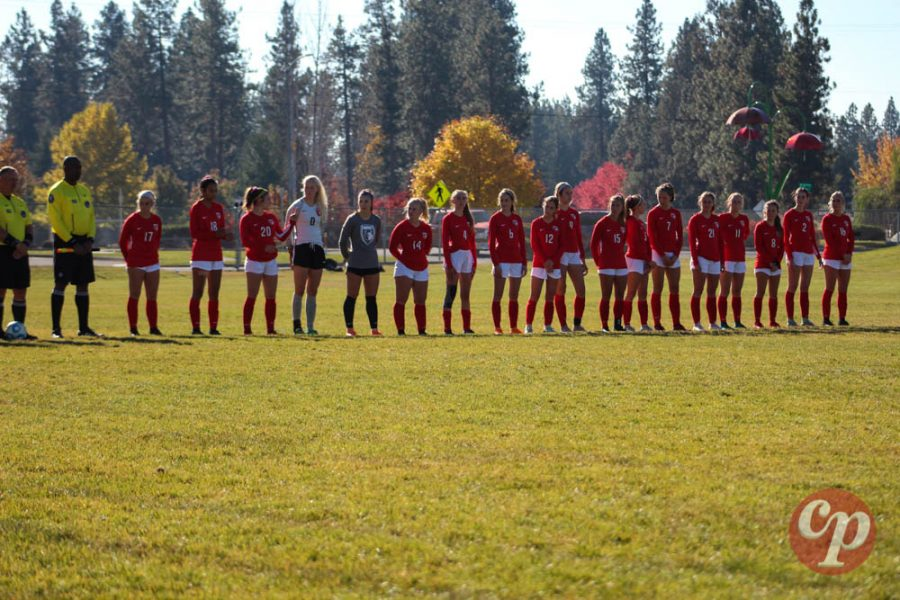 Sandpoint+lines+up+before+the+start+of+the+State+Championship+game+against+Bishop+Kelly.