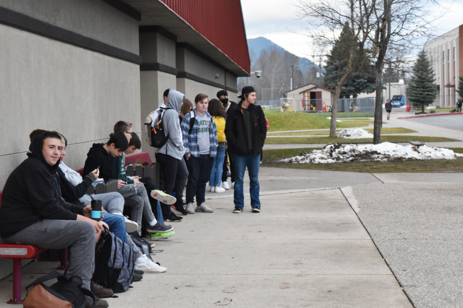 Students brave the cold and statewide cautionaries to socialize with their peers